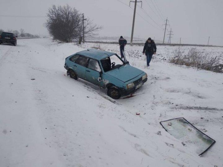 Две машины соскользнули с дороги в Рышканском районе