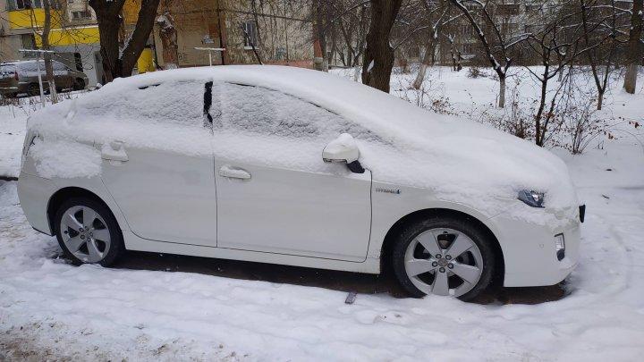 На Ботанике автоворы разобрали Toyota Prius (фото)