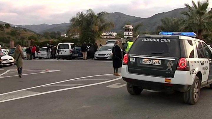 В испанской провинции третий день пытаются достать из колодца 2-летнего мальчика