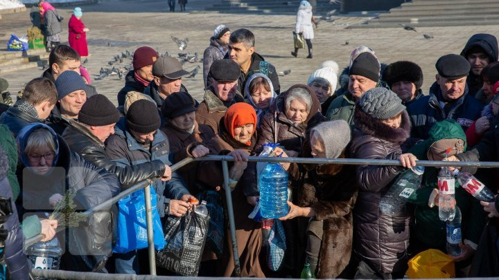 Православные христиане отмечают праздник Крещение (фото)