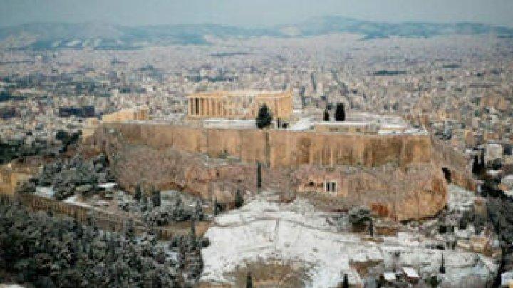 В Греции метель: пальмы и пляжи занесло снегом