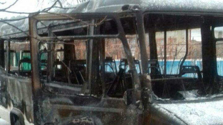 В селе Копанка Каушанского района загорелся рейсовый микроавтобус