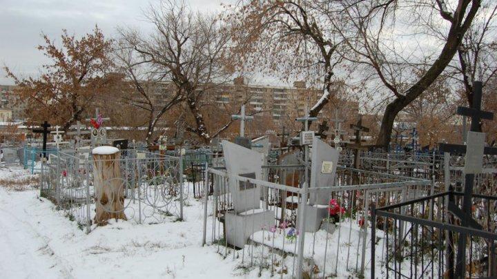 В Москве пенсионер умер на могиле жены