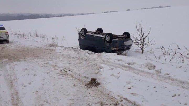 В Шолданештах водитель чудом остался жив после того, как его автомобиль перевернулся
