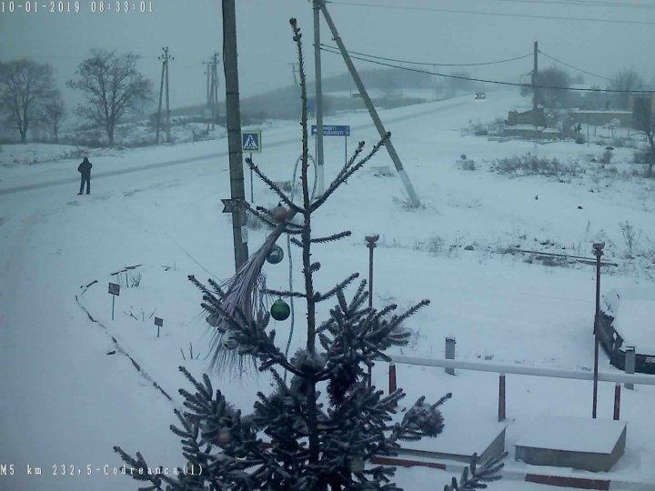 На Молдову обрушились снегопады и метели: ситуация на дорогах страны (фото)