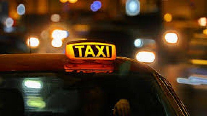 Огорченная стоимостью проезда москвичка избила таксиста и угнала его авто
