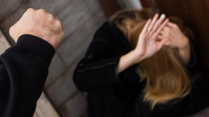 Калининградец угрожал убить жену ложкой для обуви за плохую уборку