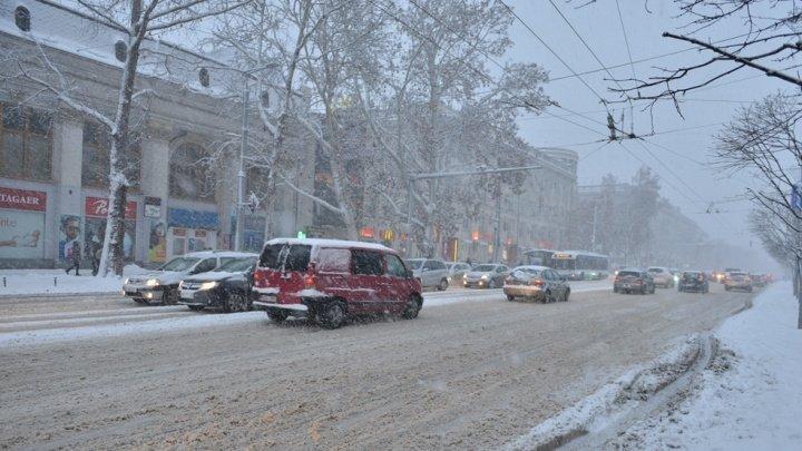 Власти принимают срочные меры по расчистке трасс и дорог