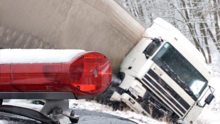 В Москве грузовик протаранил около десяти машин