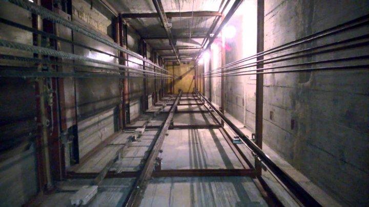В шахте московского лифта нашли скелет 25-летней давности