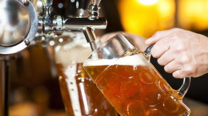 Назван правильный способ пить пиво