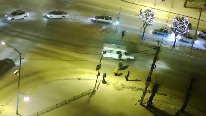 В Республике Хакасия водитель маршрутки сбил ребенка и скрылся (видео)