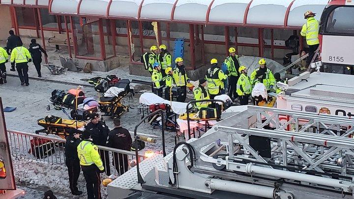 ДТП в Оттаве: 3 человека погибли, 14 в критическом и 11 в тяжелом состоянии