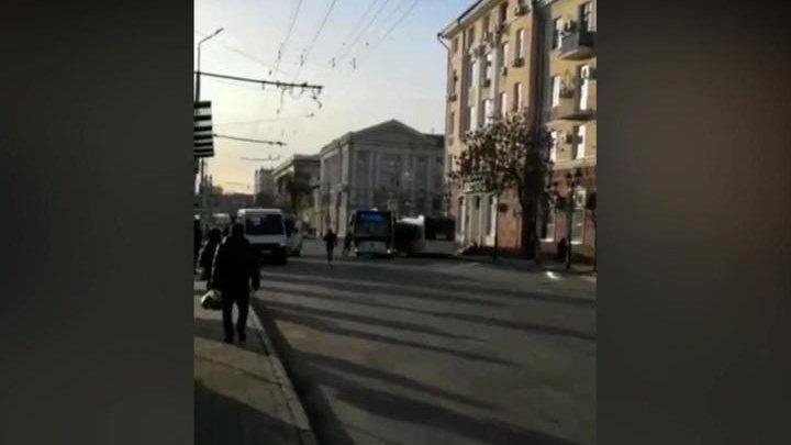 Ростовский водитель руками пытался остановить сбежавший автобус (видео)