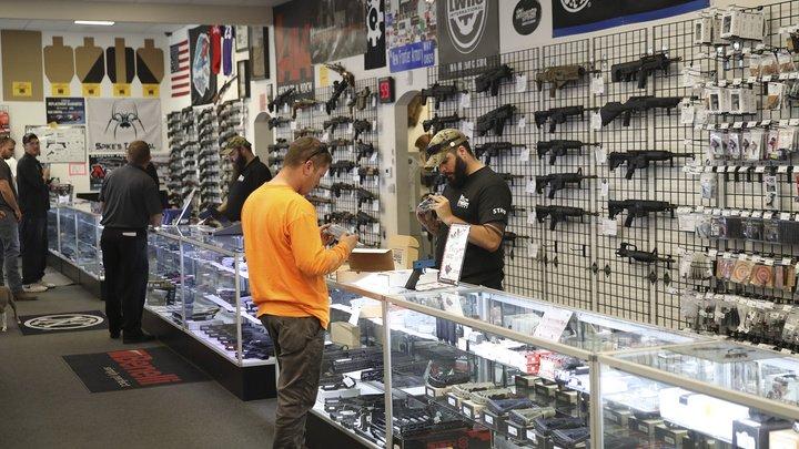 В США падают объемы продаж оружия
