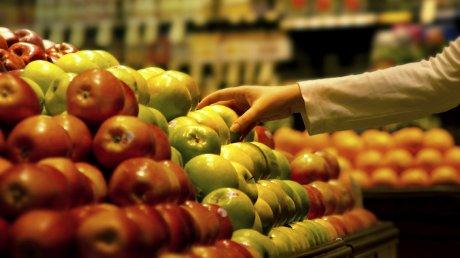 Ярмарка сезонных фруктов в Дурлештах: фермеры уверяют, что вся подукция выращена без химикатов