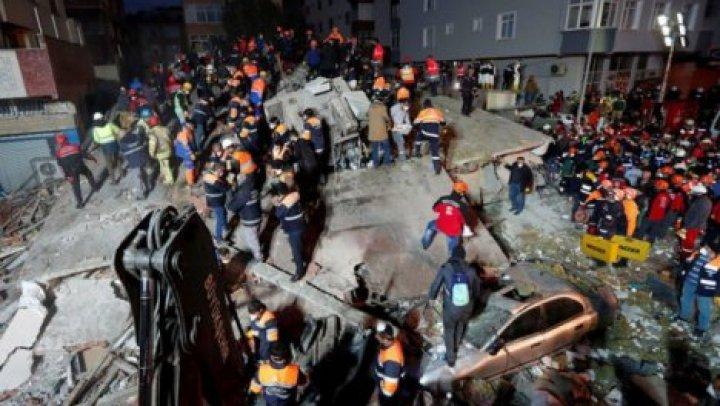 Число жертв обрушения дома в Стамбуле возросло до 21 человека
