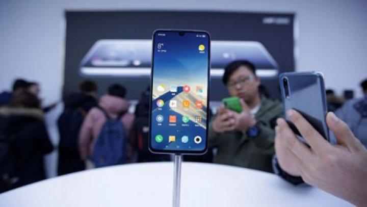 Xiaomi представила новый флагманский смартфон с тремя камерами