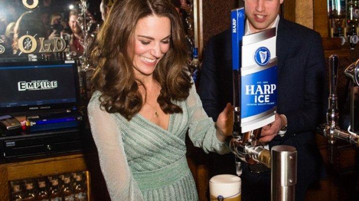 Кейт Миддлтон разливала пиво в ирландском баре