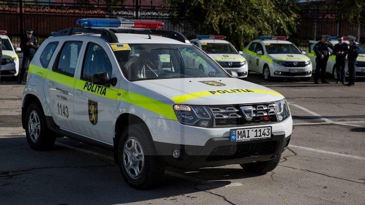 В Унгенах пьяный пешеход врезался в полицейскую машину