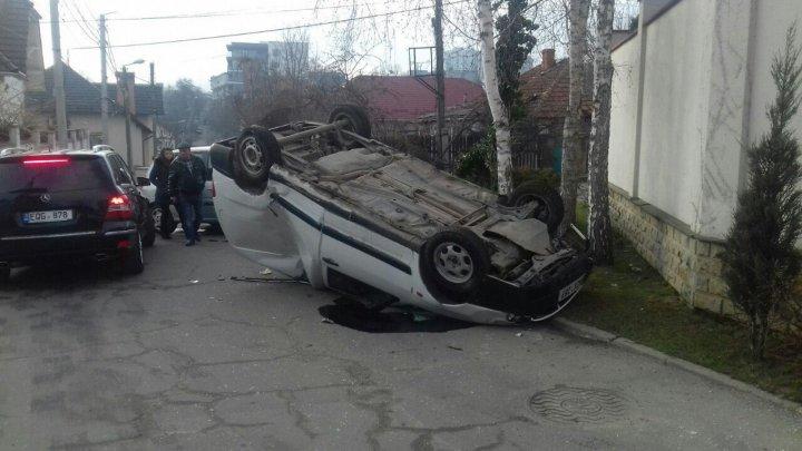В результате аварии на Телецентре перевернулся автомобиль и пострадал пешеход