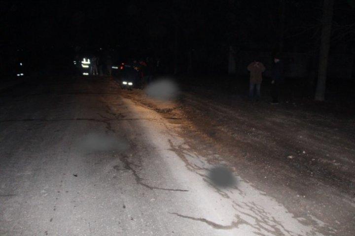 В Сынжерейском районе автомобиль насмерть сбил пенсионера, который шел по обочине