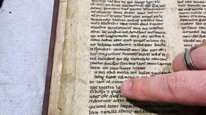 В Англии случайно нашли древнюю рукопись о короле Артуре