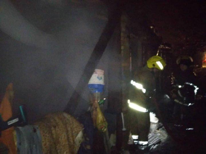 Пожар в частном доме в Каушанах: троих человек удалось спасти