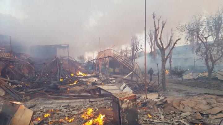 Масштабный пожар в Затоке: на базах отдыха сгорело два десятка зданий (фото)