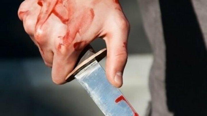 В киевском суде гражданин Молдовы порезал себе живот