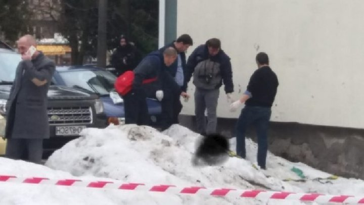 Ужасающая находка: в Румынии в снегу найден труп младенца