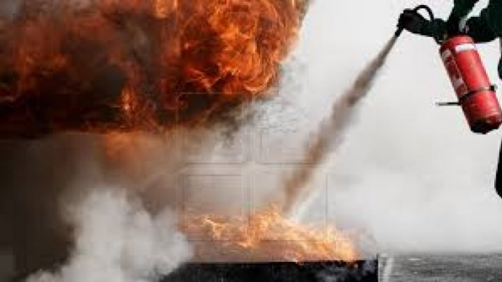 Пожар вспыхнул на столичной улице Мунчештской: загорелся дом