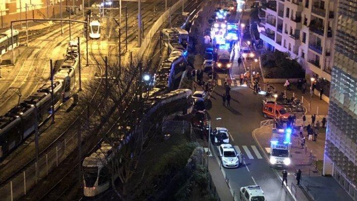 Во Франции при сходе трамвая с рельсов пострадали 12 человек