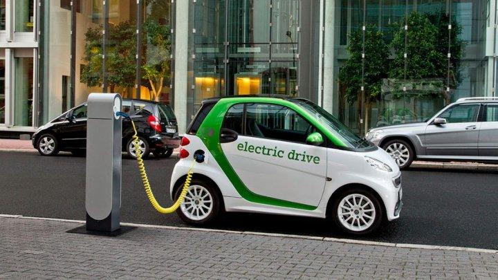 Власти Франции выделят €700 млн на производство батарей для электрокаров