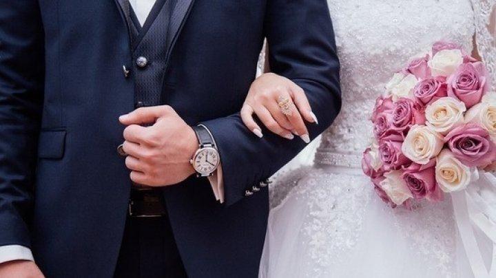 В Украине 14 февраля последнюю пару поженили в 23:45