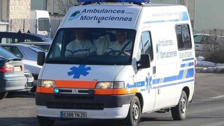 Во Франции поезд частично сошел с рельсов после столкновения с автомобилем
