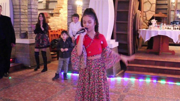 12-летнюю Анастасию Барбэ прозвали девочкой с золотым голосом