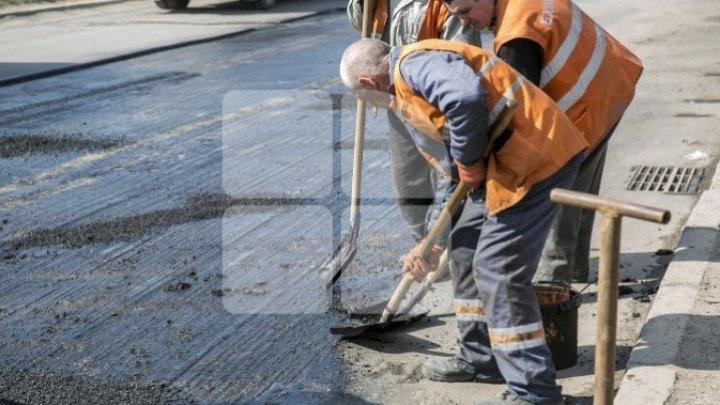 Внимание водители: на перекрестке улиц Василе Лупу и Еуджен Кока образовалась огромная яма (фото)