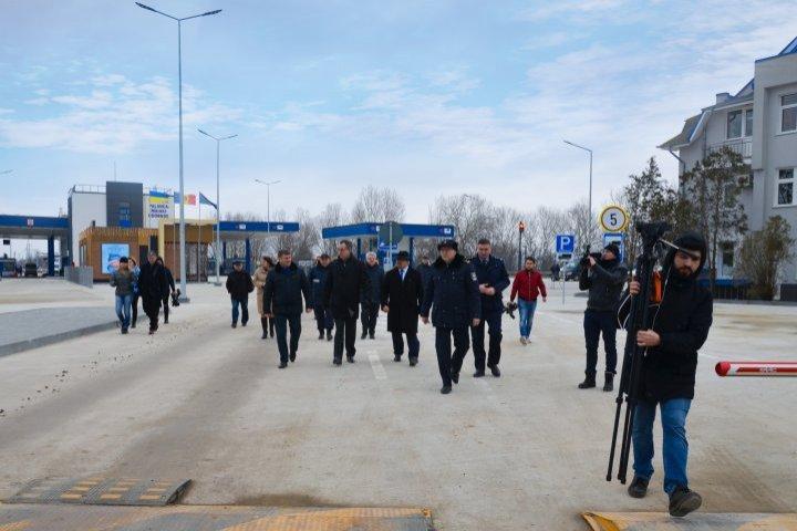 Посол ЕС Петер Михалко и глава Таможенной службы Виталий Врабие посетили КПП в Паланке