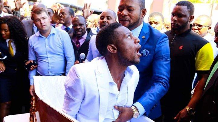 """Похоронные бюро в Африке подадут в суд на пастора за """"воскрешение покойника"""""""