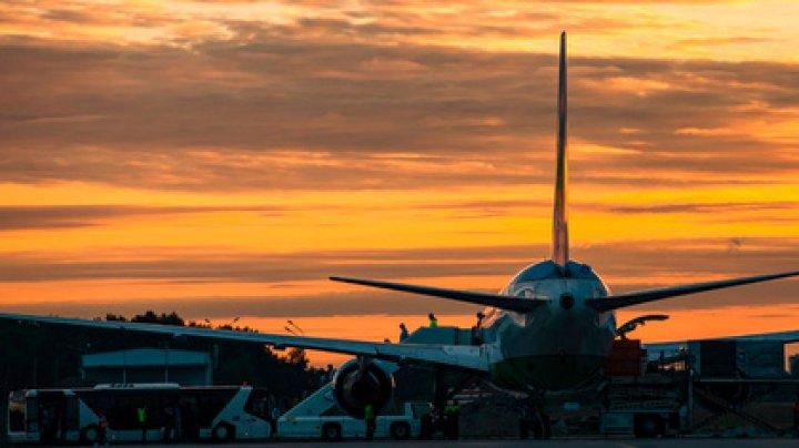 В московском аэропорту самолет укатился без пилота