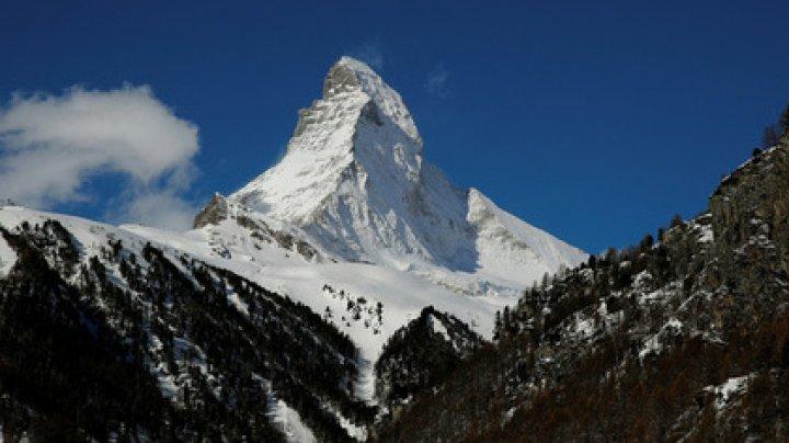 Туристов накрыло мощной лавиной в Альпах