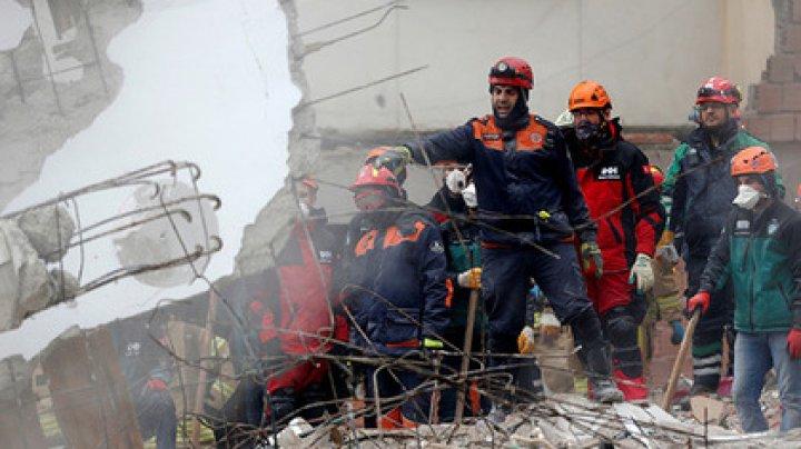 Под обломками дома в Стамбуле спустя два дня нашли выжившего