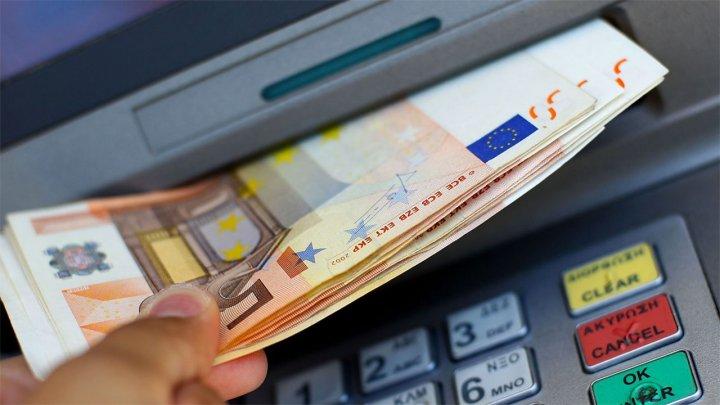 Китаец украл у банка миллион долларов, потому что банкоматы не учитывали выдачу денег в полночь