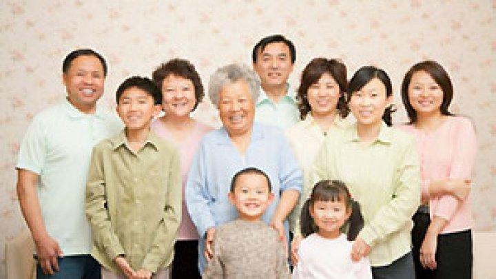 Китайцам запретили расспрашивать женщин о семье и детях на работе