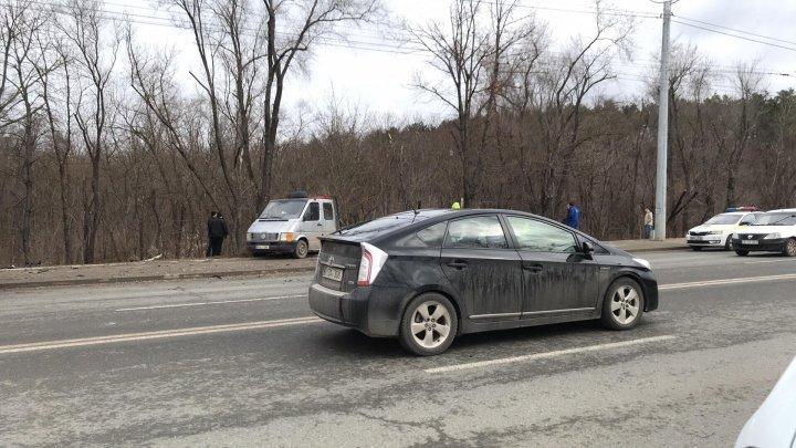Авария на Чеканах: автомобиль вылетел в кювет и врезался в дерево (видео)