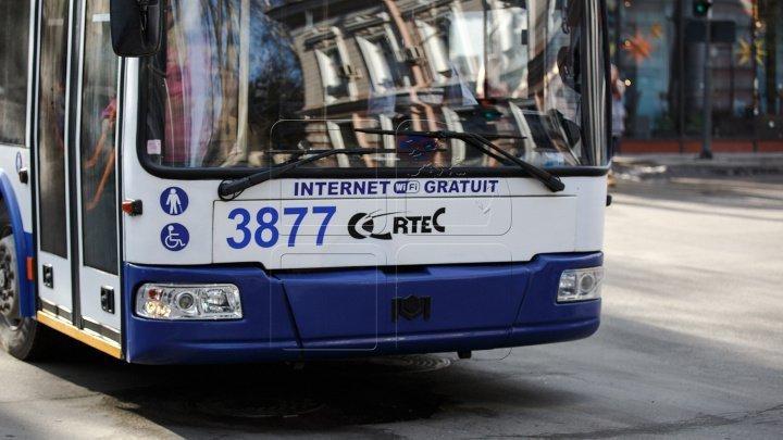 Стрельба на Буюканах: в Кишиневе неизвестные напали на троллейбус с пассажирами (фото)