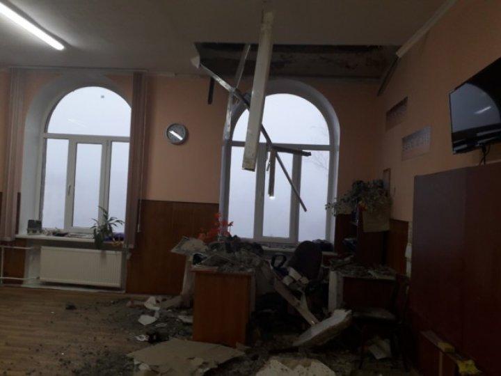В бельцком лицее в одном из классов обвалился потолок