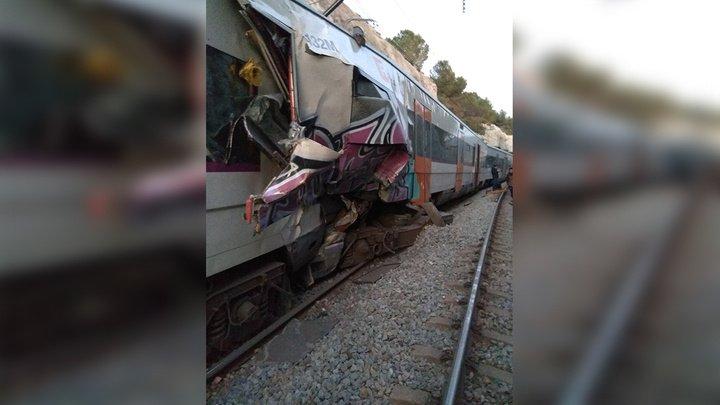 Два поезда столкнулись в Испании, есть жертвы