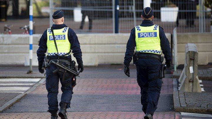 В Швеции разыскивают мужчину в маске, пристающего к женщинам